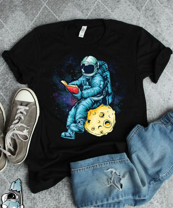 Astronaut Reading T Shirt EP3A0